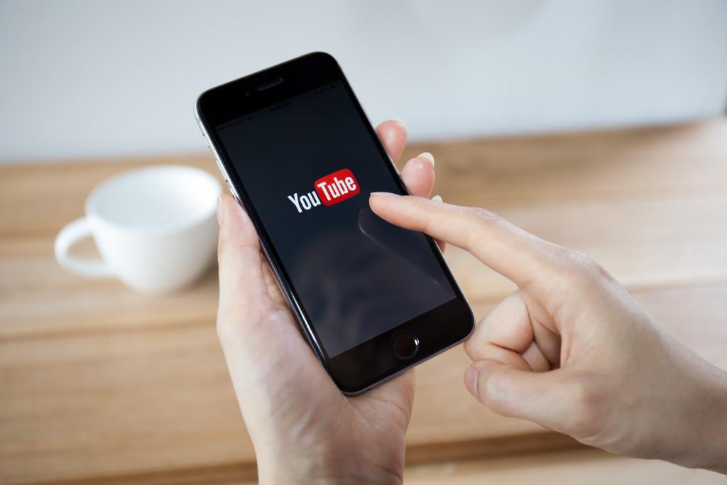 woman browsing youtube