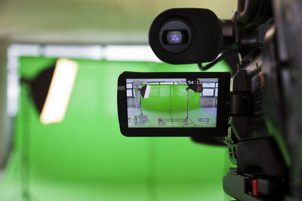 Camera facing a green screen
